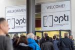 Besucherandrang bei der opti in München