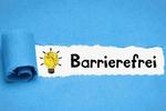 """Schriftzug """"barrierefrei"""" vor blauem Hintergrund"""